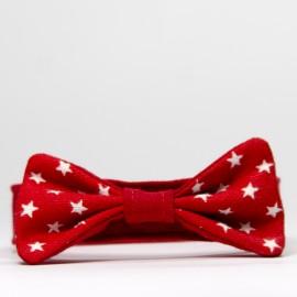 Pajarita para perros de estrellas rojas
