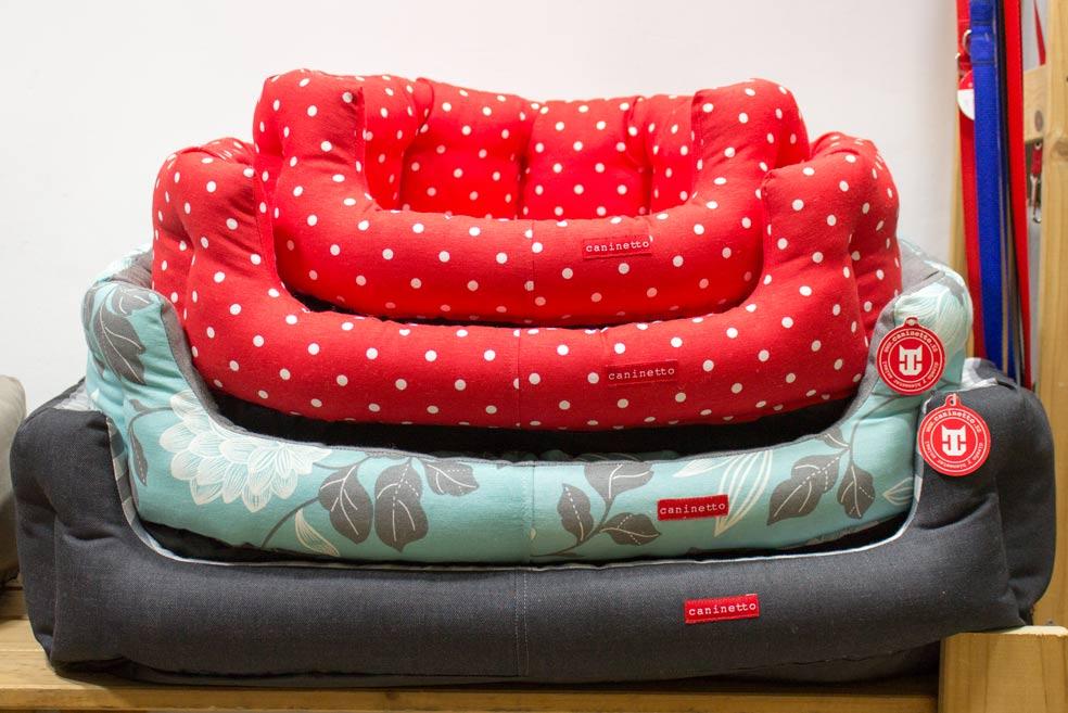 camas para perro en la tienda caninetto sastreria de mascotas