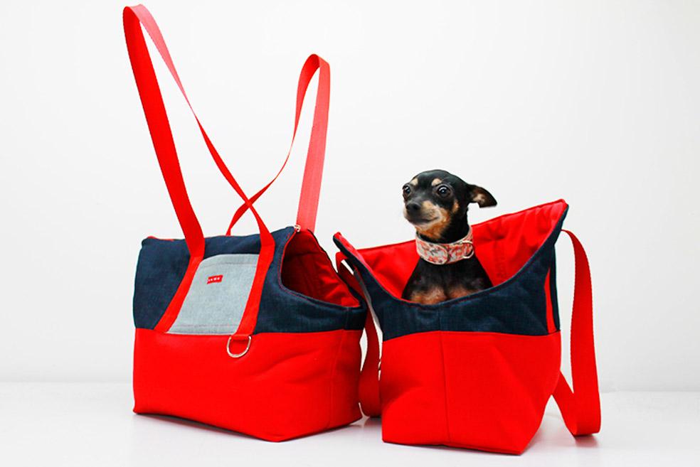 nuestra musa Lulu dentro de unos de los bolsos de paseo para perros caninetto